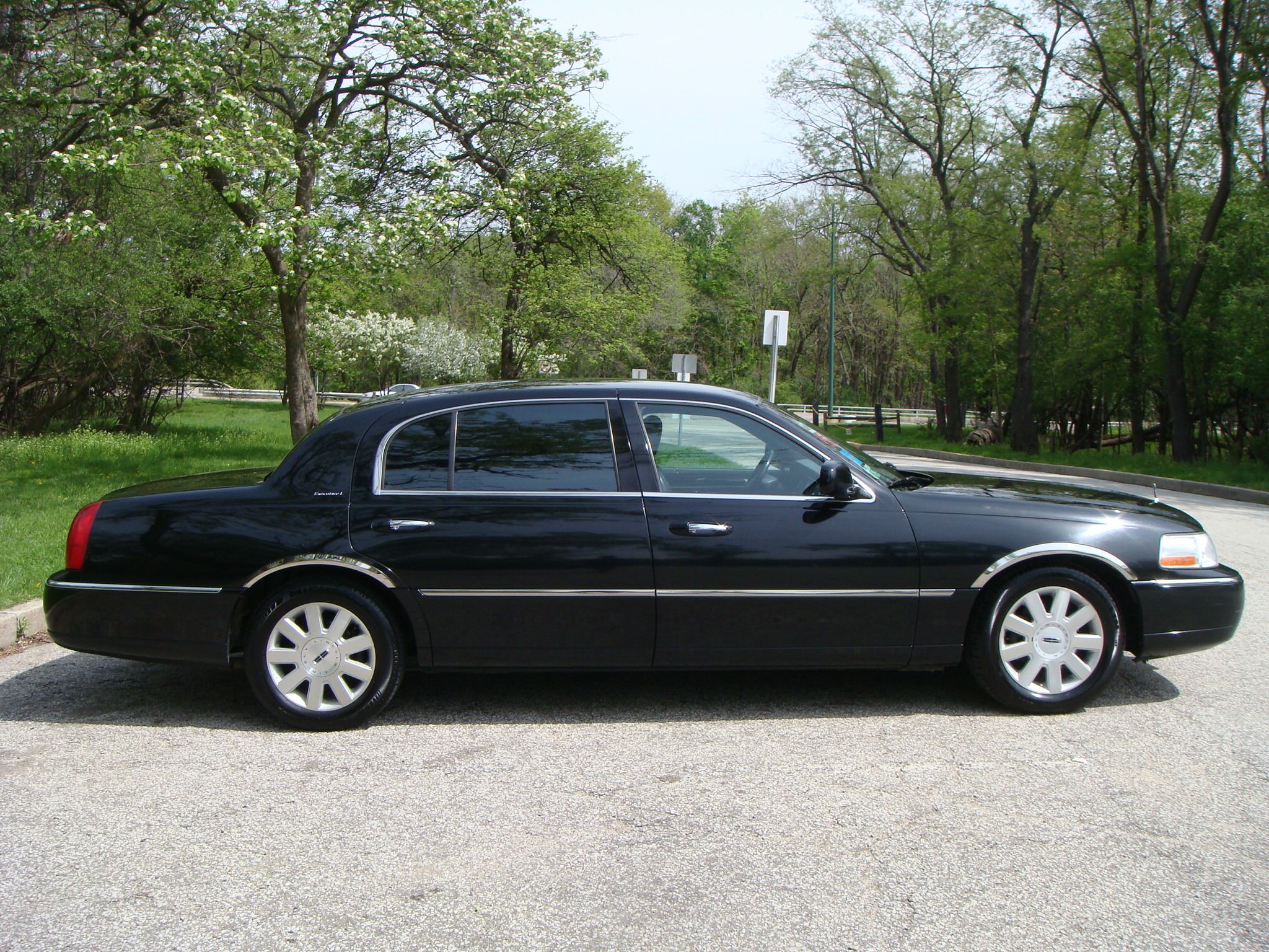 2003 lincoln town car l series sedan. Black Bedroom Furniture Sets. Home Design Ideas